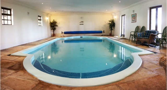 Buxton spa house and cottages self catering cottage for - Hen party houses with swimming pool ...