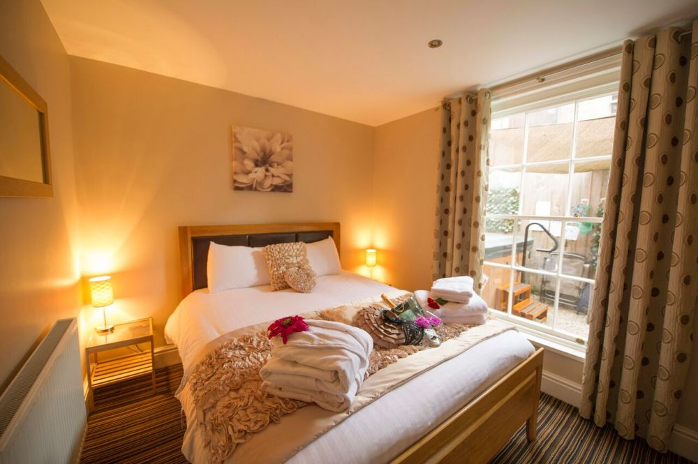 Chester Apartments self catering cottage for hen parties ...