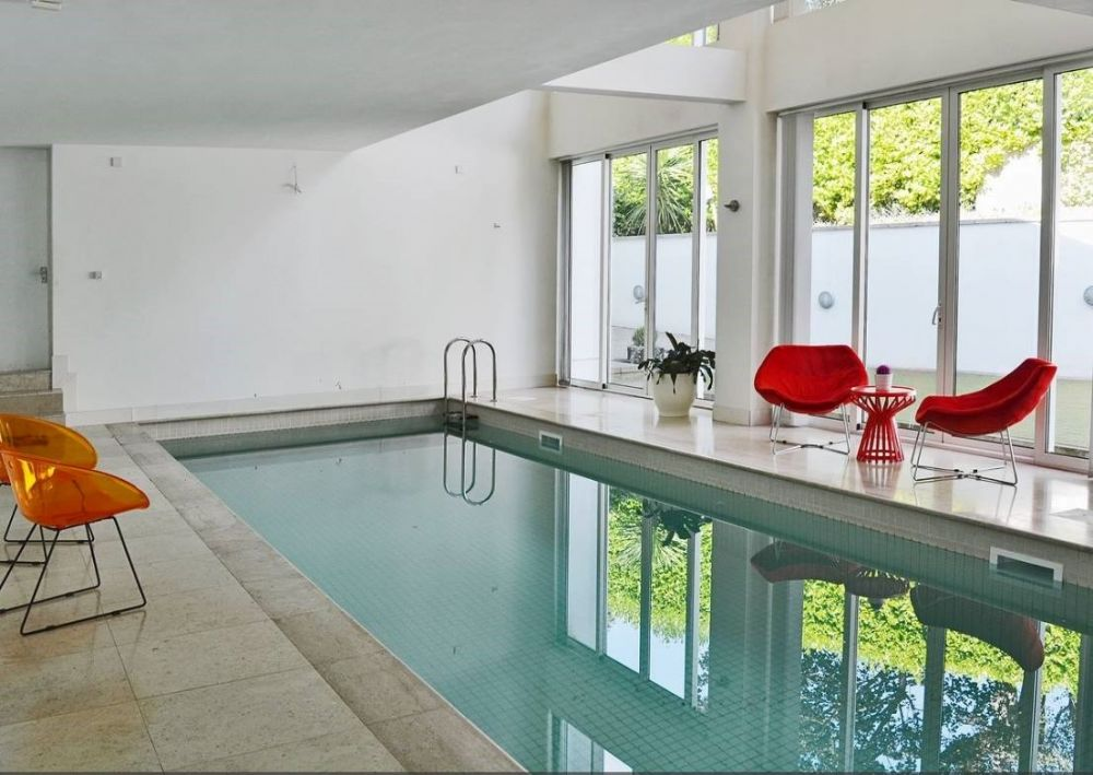 Contemporary pool house self catering cottage for hen - Hen party houses with swimming pool ...