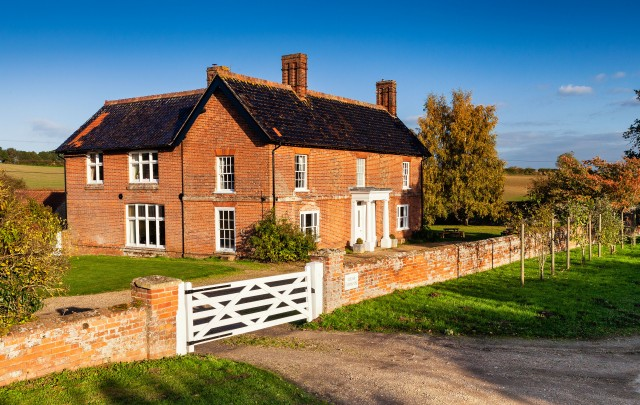 Edgar Farmhouse self catering cottage for hen parties in ...