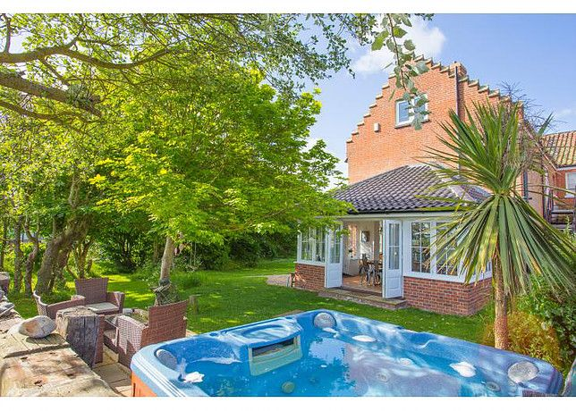 Norfolk Beach House Self Catering Cottage For Hen Parties