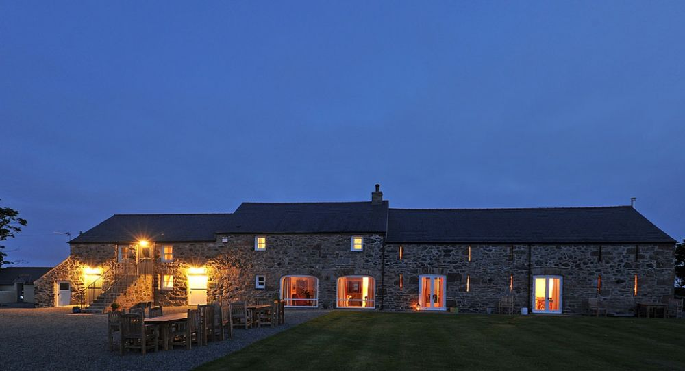 Partyvenuesuk Co Uk: The Outbuildings Self Catering Cottage For Hen Parties In